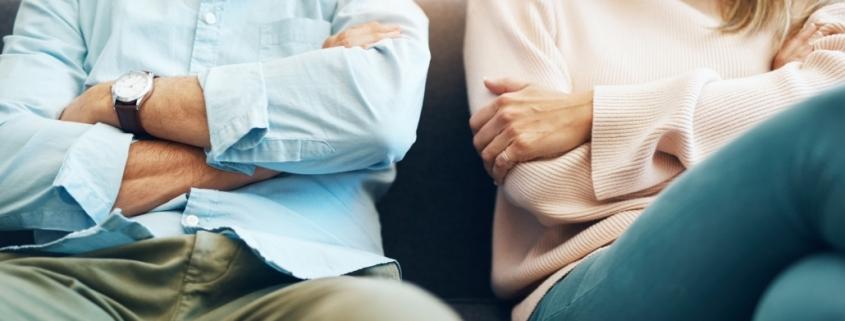 Das notariell beglaubigte Geschiedenentestament regelt den Zugriff des geschiedenen Partners auf das geerbte Vermögen der gemeinsamen Kinder.